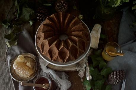 Sweet Honey Cornbread Bundt Cake #BundtBakers {delicioso pastel de maíz solo con miel}