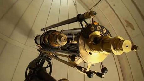 El clásico telescopio alemán Heyde del Observatorio Astronómico Nacional dependiente de la Universidad de Chile en el Cerro Calán de Santiago. Funcionando desde 1913.