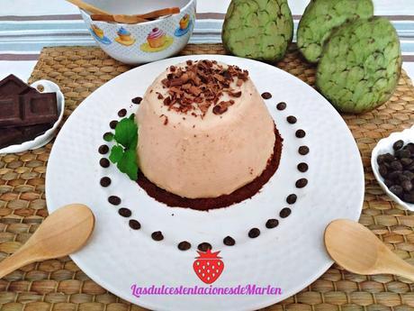 Flan  de Chirimoya con  Galleta de Chocolate
