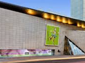 Visitando museos. Museo Bata Toronto