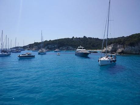 Paxos y Antipaxos en crucero de un día