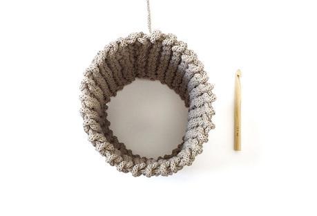 Cómo hacer un macetero de punto y crochet - Una el cuerpo del macetero en forma de cilindro