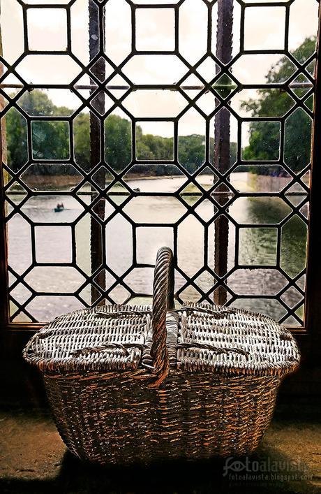 Lo que guarda la cesta en la ventana - Fotografía artística