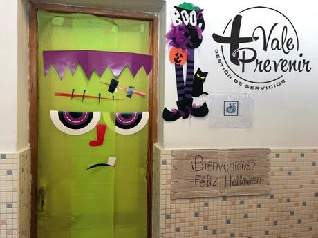 puertas decoradas aula halloween frankensteint