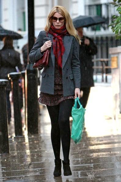 Claudia Schiffer - Claudia Schiffer Grabs Starbucks