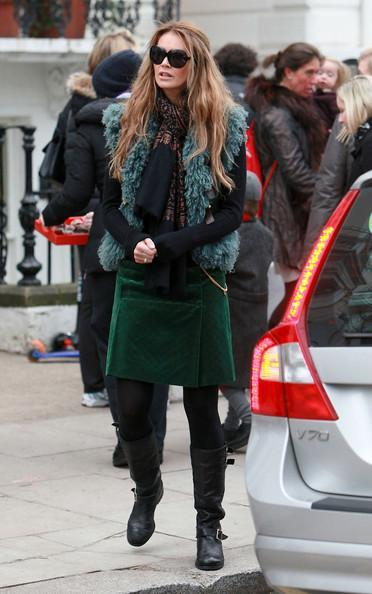 Elle MacPherson Elle Macpherson looks stylish as ever as she drops the kids off at school.