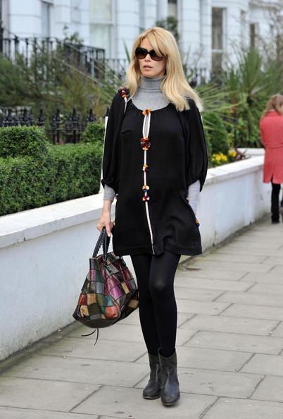 Claudia Schiffer - Claudia Schiffer Walks Home