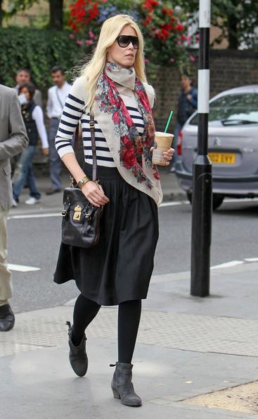Claudia Schiffer - Claudia Schiffer at Starbucks