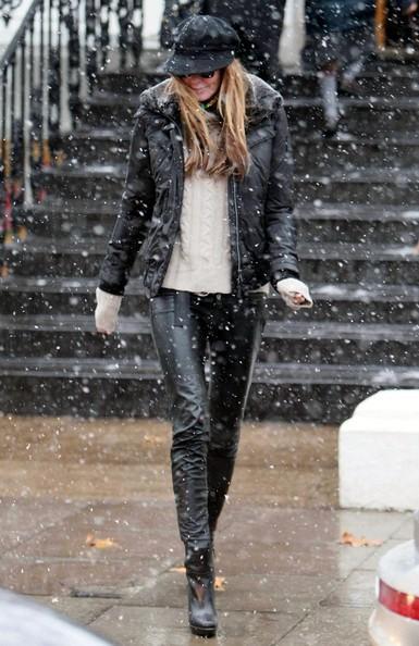 Elle MacPherson Elle Macpherson braves the snow on the school run in London this morning.