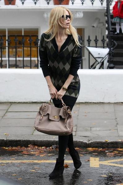 Claudia Schiffer - Claudia Schiffer Walks to a School