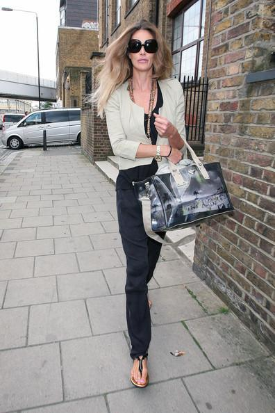 Elle MacPherson Elle Macpherson sports some frizzy hair as she leaves a North London photo studio after a photo shoot.