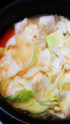 Sopa especiada de garbanzos y col