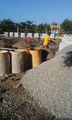 Huguito da picazo de construcción de funeraria en Monserrat.