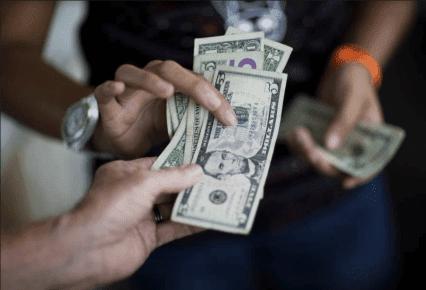 #Venezuela: #Dólar oficial y paralelo suben sin control