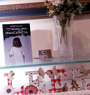 Tras la máscara de la inocencia (Javier Vallejo)