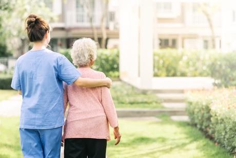 Consejos para cuidar la piel de las personas mayores en otoño e invierno - Trucos de salud caseros