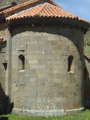 Ábside Colegiata Santa María de Arbas. Románico en el Camino del Salvador