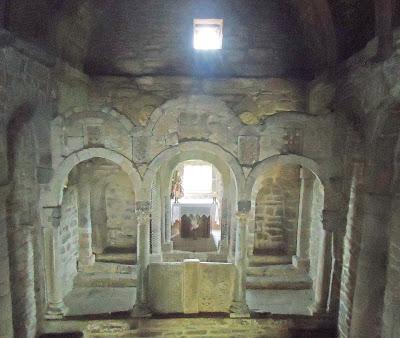 Interior Nave IGLESIA DE SANTA CATALINA DE LENA. Románico en el Camino del Salvador