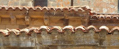 Canecillos Colegiata Santa María de Arbas. Románico en el Camino del Salvador