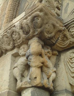 Capitel Daniel y los leones IGLESIA DE SANTA EULALIA Camino del Salvador