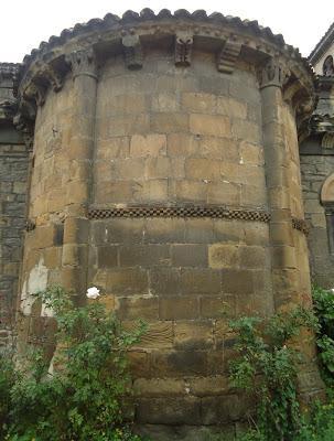 Antiguo Ábside IGLESIA DE SANTA EULALIA Camino del Salvador