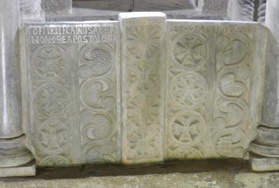 Placa central altar IGLESIA DE SANTA CATALINA DE LENA. Románico en el Camino del Salvador