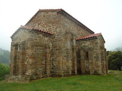 Fachada Norte IGLESIA DE SANTA CATALINA DE LENA. Románico en el Camino del Salvador