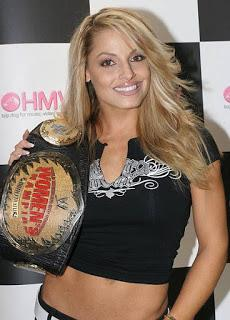 Trish Stratus dice en Broma  regresar a la WWE