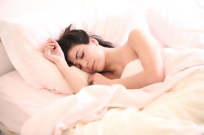 Hábitos y Alimentos para Combatir el Insomnio