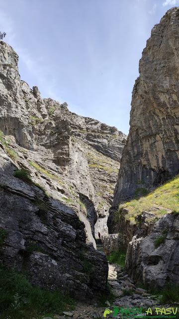 Estrechez entre rocas del desfiladero de los Calderones