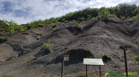Escombrera a la salida de Piedrasecha, León