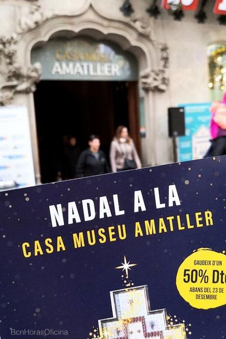 CALENDARIO DE ADVIENTO EN LA FACHADA DE CASA AMATLLER