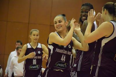 Galería de clics del Bàsquet Femení Sant Adrià-Fundación Navarra Baloncesto Ardoi (Liga Femenina 2)
