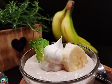 Mousse de plátano en vasos