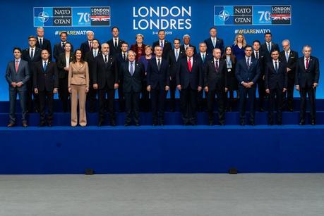 LA «MANIOBRA» PROTOCOLARIA DE LA OTAN