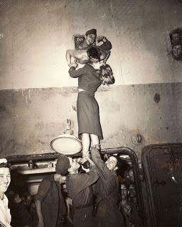 Marlene Dietrich (y II) en Todos somos sospechosos