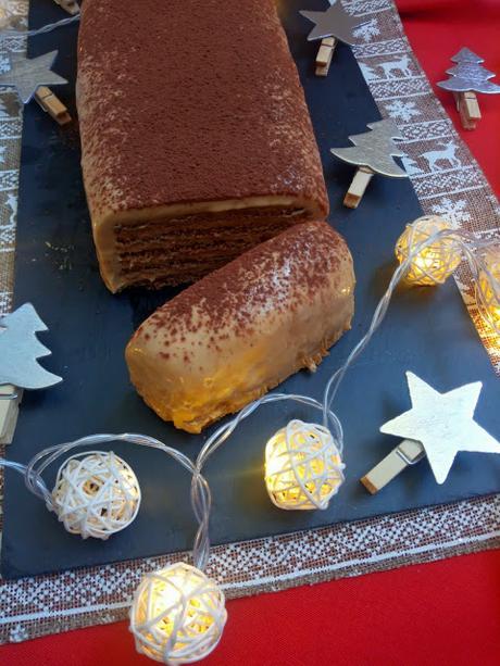 Tarta de queso, turrón de Jijona y galletas especiadas. Tarta de la abuela navideña. Postre fácil, sin horno, rápido, de navidad. Recetas de Cuca