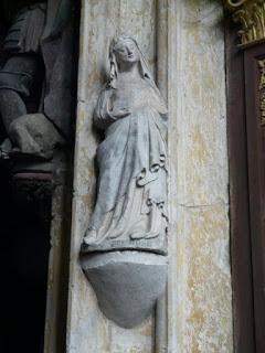 De la fragante rosa de Villechausson.