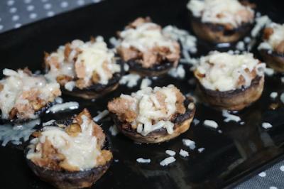 Champiñones rellenos de atún y queso