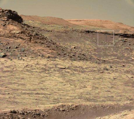 Probable slope (agua en superficie) captado por el rover Curiosity.