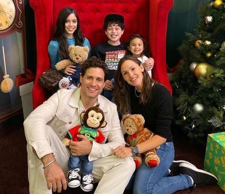 Edgar Ramírez (@edgarramirez25) deseó Feliz Navidad a través de su personaje en 'Yes Day'