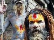 aghoris: secta canival india vive cementerios crematorios.