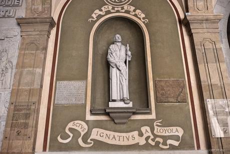 Imagen de San Ignacio en el exterior de la Abadía de Montserrat