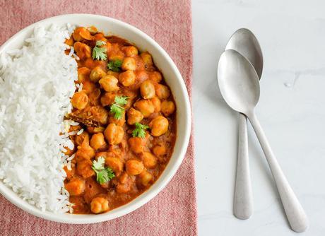 Garbanzos con tomate al curry