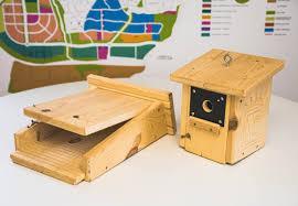 Colmenar Viejo instala cajas nido para aves y murciélagos para combatir la procesionaria