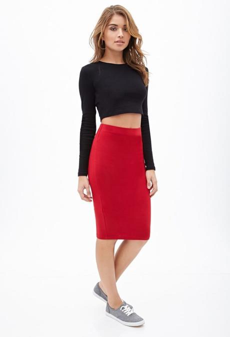 Outfit Con Falda De Tubo Roja