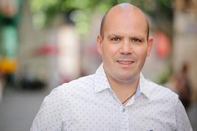 Entrevista a Juan Martínez de Salinas (182), autor de «Cuarto y mitad de contactos»