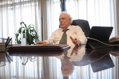 """Ginés González García: """"Algunos no acceden a medicamentos y otros sobre consumen"""""""