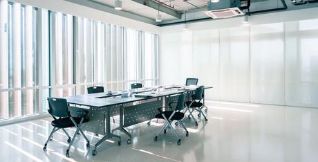 Las sillas de oficina ergonómicas aumentan la productividad en un 25%, según Deskandsit