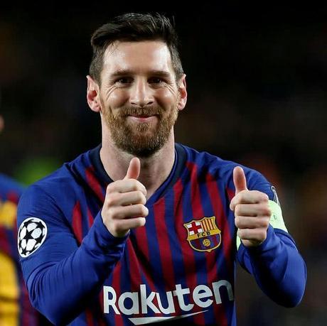 王者体育app-  第一次离开巴塞罗那!长着十岁大胡子的球迷们:越来越像梅西了。。